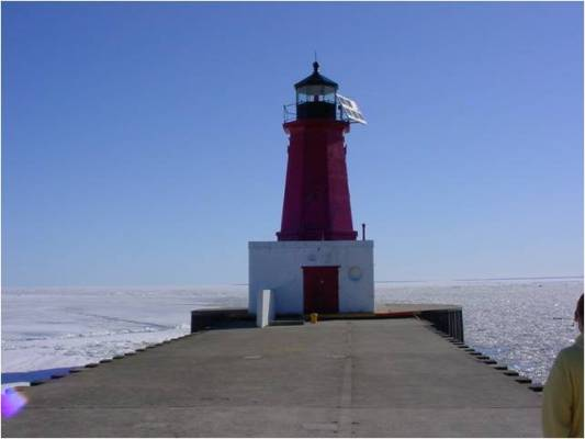 Menominee MI North Pierhead - Copyright 2004 Dan Nyman