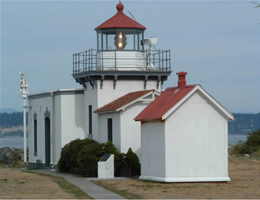 Point-No-Point Lighthouse - Copyright 2004 Horace Ory