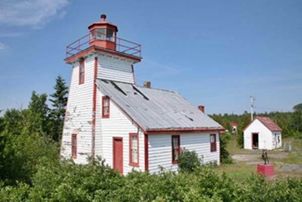 Mississagi Strait Lighthouse - Copyright 1998