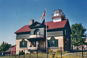 Michigan City Lighthouse - Copyright 2003 KF4ZLO