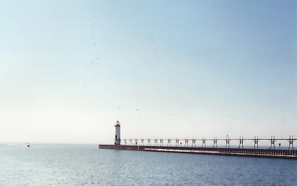 Manistee Pierhead (Lake Michigan) - Copyright 2003 KF4ZLO