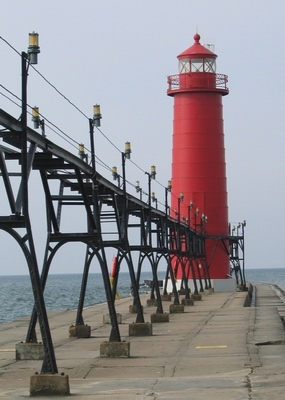 Grand Haven South Pier Inner Light - Copyright 2005 John Papay K8YSE