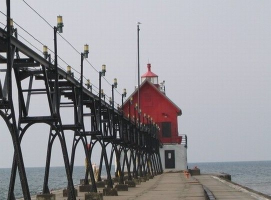 Grand Haven South Pierhead Outer Light - Copyright 2005 John Papay K8YSE