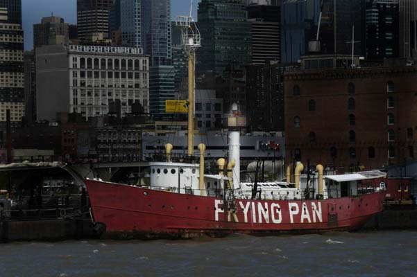 Frying Pan Lightship - Copyright 2007 D.Brotherston